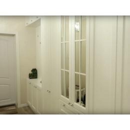 Классический белый шкаф в прихожую